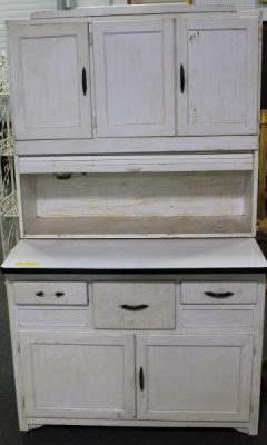 Marsh's Kitchen Cabinet at Powell Auction